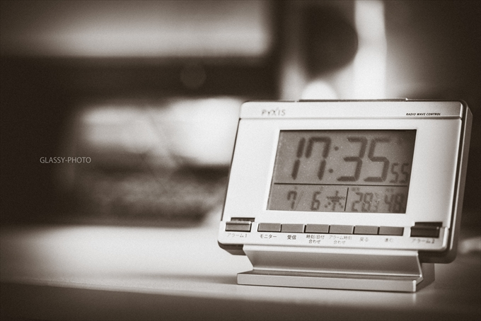 事務所内の気温管理に温度計付き時計 結婚式 写真 カメラマン