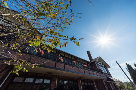 岐阜県各務原市の結婚式場「ステラルーチェ」さんの建物外観と太陽