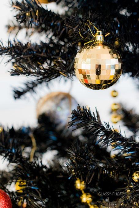 クリスマスっぽい玉の飾りつけ