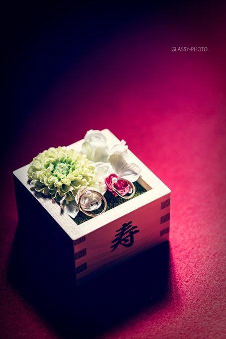 リングピローとなる升と結婚指輪