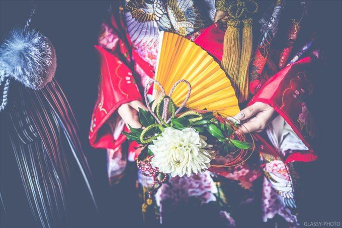 色打掛にお色直しされた花嫁さんの持つ金の扇子が光ります