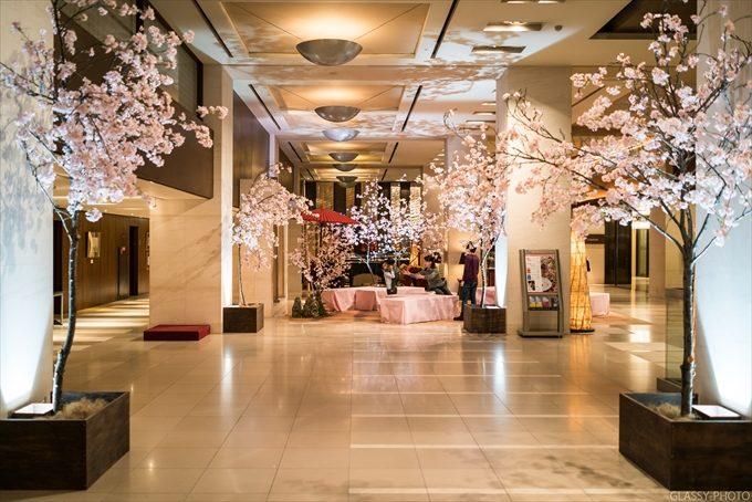 ホテル入口付近のロビーにも桜が飾られています