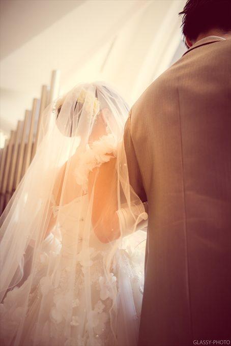 ベールをまとった花嫁さんの後ろ姿も素敵です