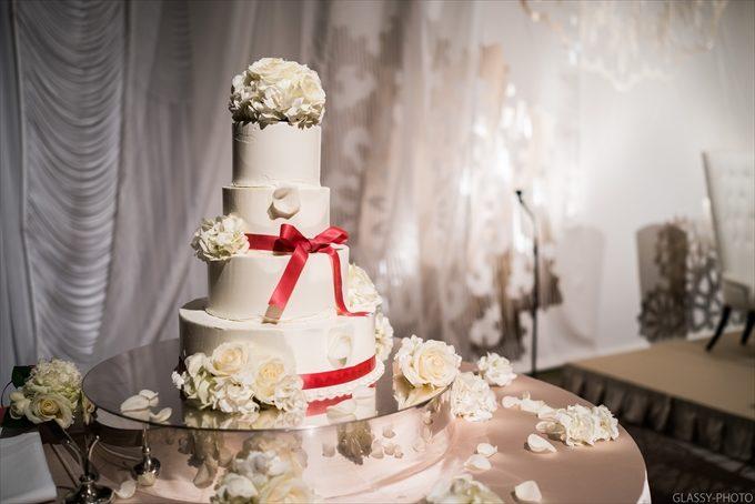 背の高いウェディングケーキが似合う披露宴会場です