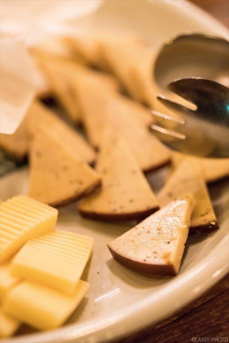 ビュッフェスタイルといえばやはりなんだかわからない名称のチーズですね