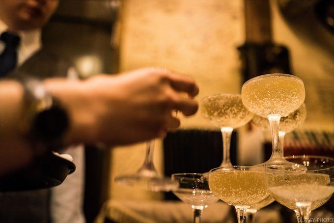 シャンパンタワーのシャンパンで乾杯が行われます