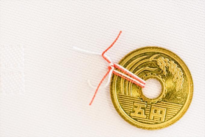 ご縁がある紅白糸が結ばれた5円 愛知県 名古屋市 熱田区 賀城園 結婚式 写真 カメラマン