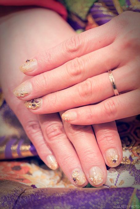 花嫁さんの指先は綺麗なネイルアートがされていました