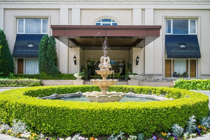 ホテル入口前の噴水はグランドティアラの特徴でもあります