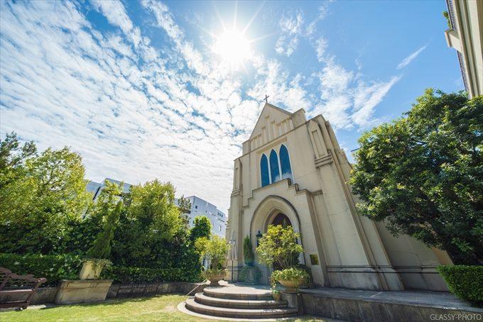 ガーデンの向こうには大聖堂のようないでたちのチャペル 愛知県 安城市 三河安城南町 ホテルグランドティアラ安城 結婚式 写真 カメラマン