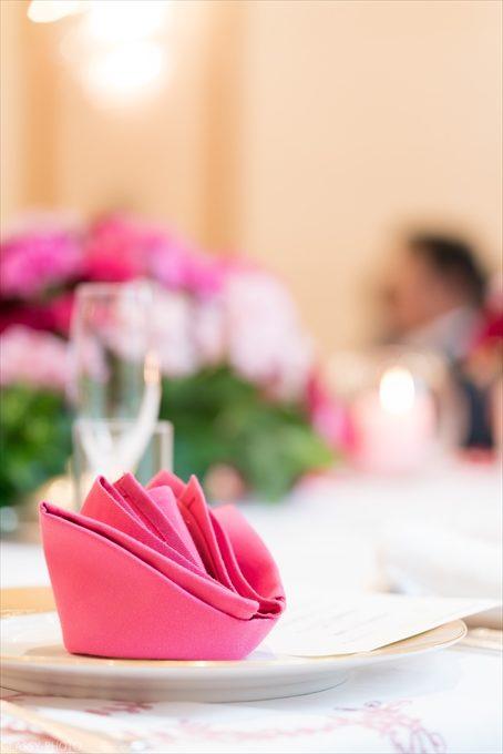 ピンクのナプキンもオシャレな形にしてあります
