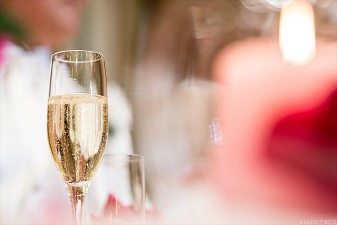 シャンパンの透き通った色にパーティのワクワク感をそそられます