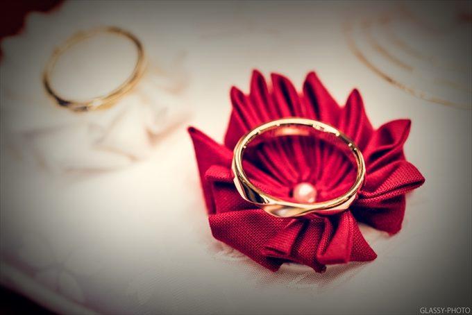 黄金に光るきれいな指輪のアップ写真も撮りたくなりますね!