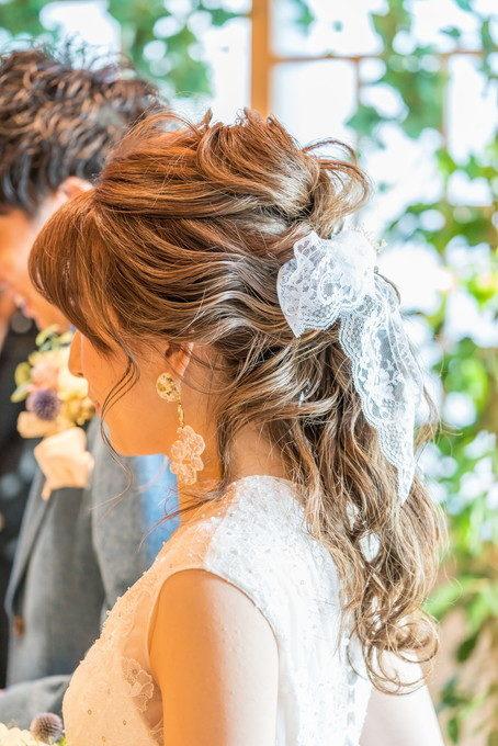 新婦さんのヘアースタイルもチャンスを見つけて写真を撮ります
