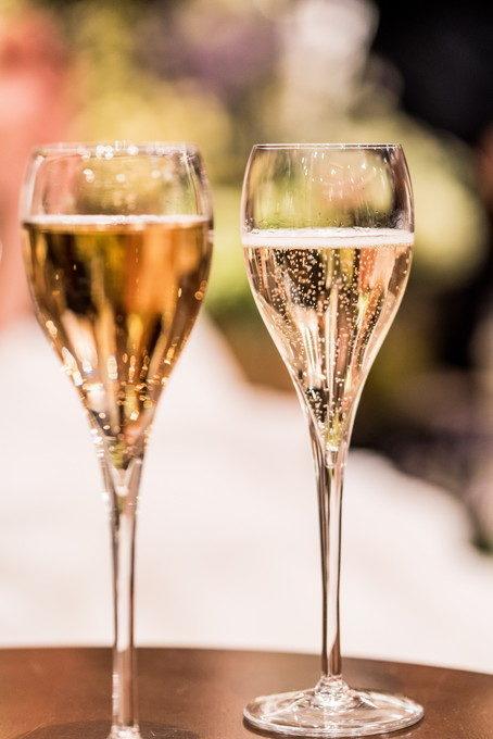 乾杯はシャンパンで グラスに入った乾杯酒は綺麗でいつもたくさんの写真を撮りたくなります