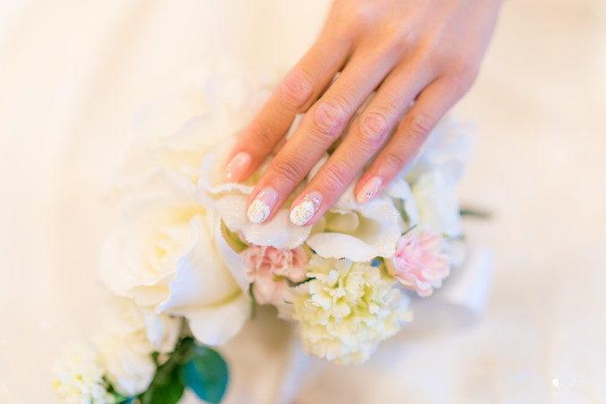 花嫁さんは指先まで見られているのです カメラマンもネイルフォトは欠かしません