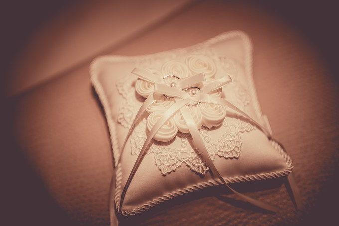 リングピローと結婚指輪をスタンダードに撮ったら