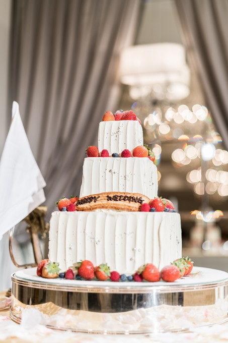 ウェディングケーキの写真を撮る際は背景の写り方も気にしています