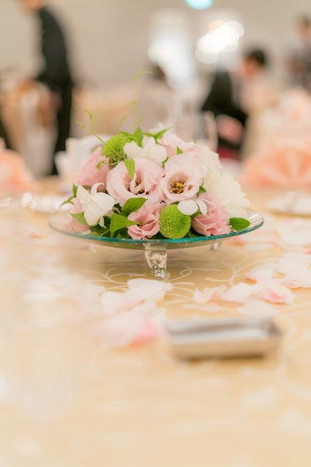 披露宴会場のゲストテーブルに飾られたお花にも気を配りましょう