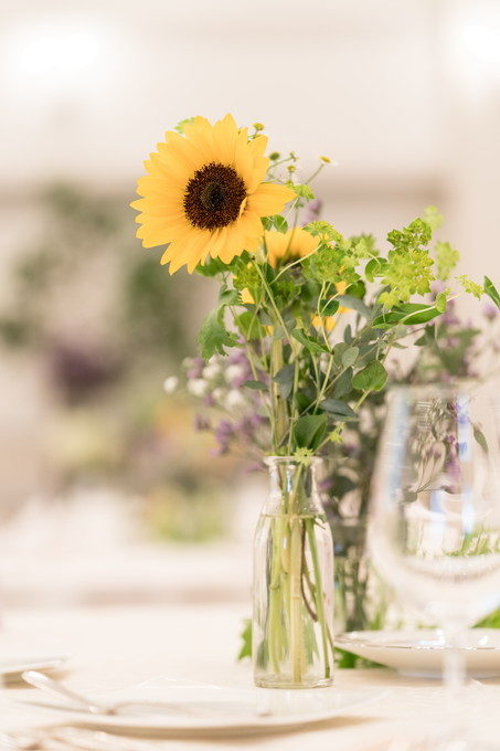 そんな中に黄色の花をポツンと置くと可愛らしいのですよね