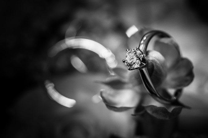 普段は結婚指輪などは出来る限り触れないで撮影をしますがこのときはリクエストを受けてのことです