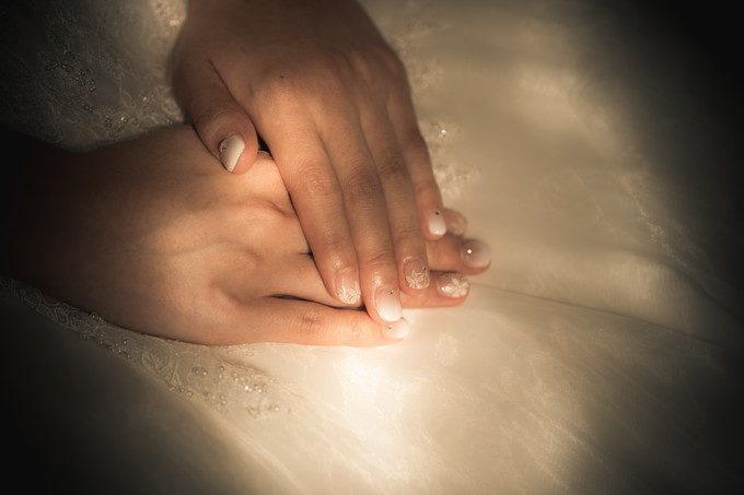花嫁さんは指先まで気を使う必要がありますね ネイルアートは素敵な花嫁メイクの一つです