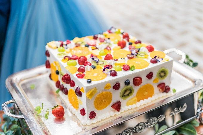 フルーツのたくさんのったウェディングケーキがカワイイ!