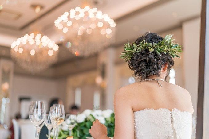 後ろ姿を含め花嫁さんを色んなアングルから写真を撮っています
