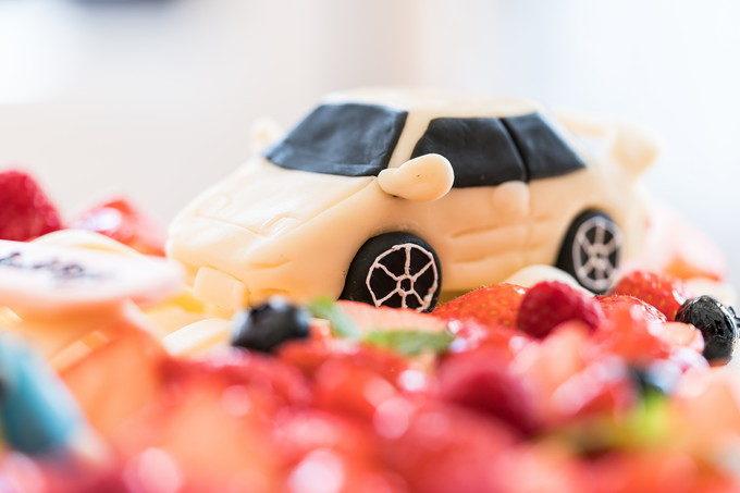ケーキ職人さんの力作ですね 車好きな新郎さんが一番喜ぶと思います