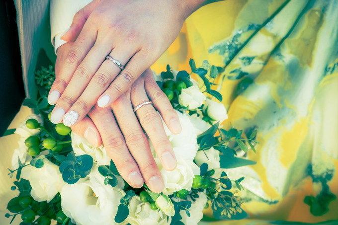 結婚指輪の向きは大丈夫ですか? 指輪とネイルとブーケとドレスの4点セットです