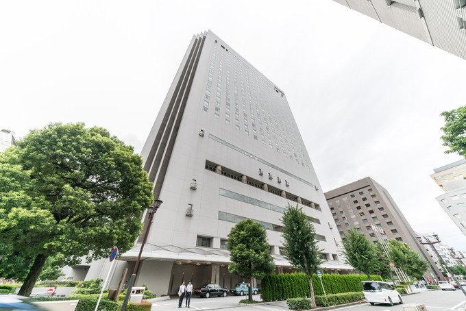 28階まである高層ホテル「ヒルトン名古屋」さんの外観は12mmレンズでやっとおさまる高さです