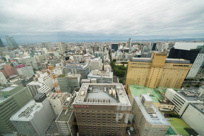 28階のスカイ・バンケット「ワン・オー・ファイブ」からの眺めは素晴らしい!曇っているのがちょっと残念