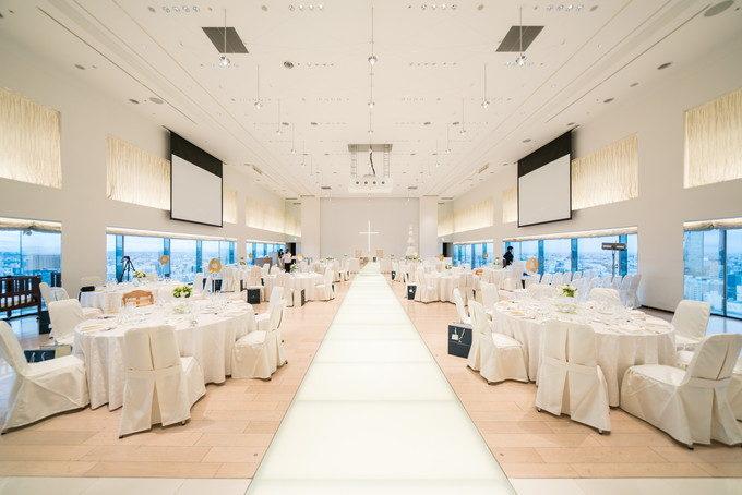 28階スカイ・バンケット「ワン・オー・ファイブ」で披露宴会場内挙式を行いました