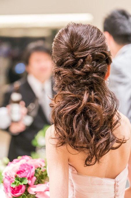 お色直し入場後の花嫁さんのヘアースタイルも写真に残しておきましょう