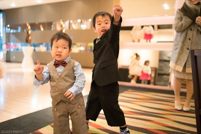 男の子二人のポーズ