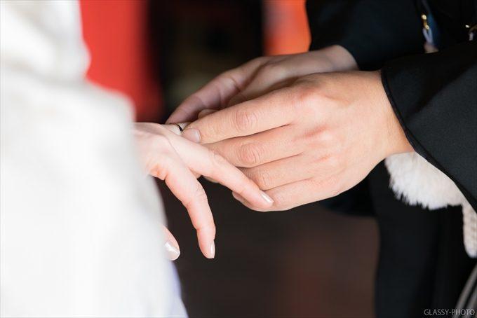 指輪交換ではどちら側にも回り込んで写真を撮る
