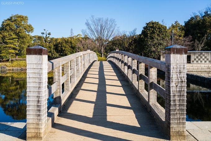 白鳥庭園さんの特徴的な橋の一つ