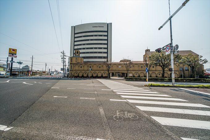 羽島の大きな道路の大きな交差点の角にあるホテルです