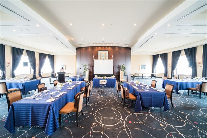 披露宴はご親族の出席のため、会場の広さに反してテーブルは少なめでした