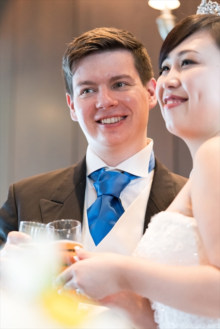 乾杯時にはお二人の笑顔が光ります