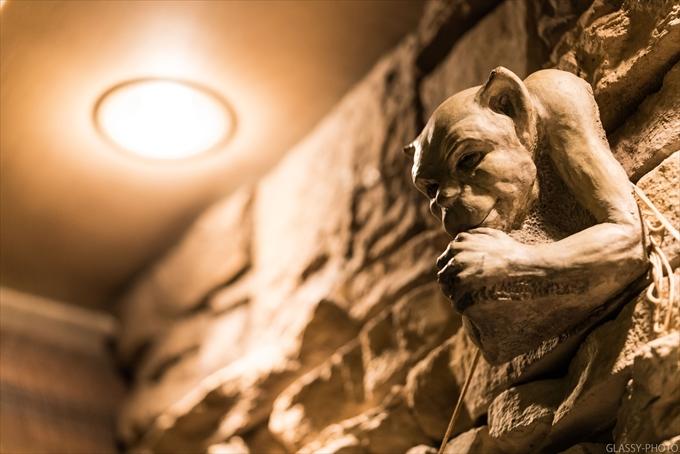 上を見上げるとちょっと怖いのがにらみつけてます Peat IRISH TAVERN(ピート・アイリッシュタバーン) 名古屋市 名駅