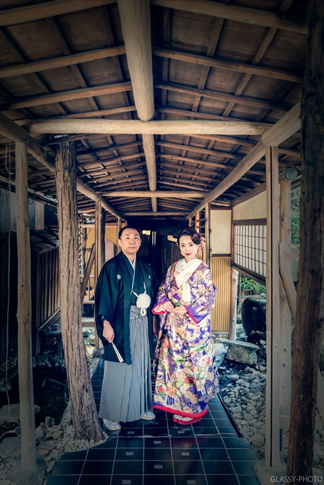 和装でのポーズ写真といえばまずは回廊から 賀城園 名古屋市 熱田区 結婚式 写真 カメラマン