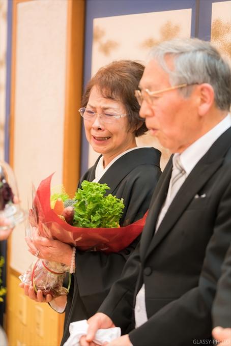 お母様に花束の贈呈です