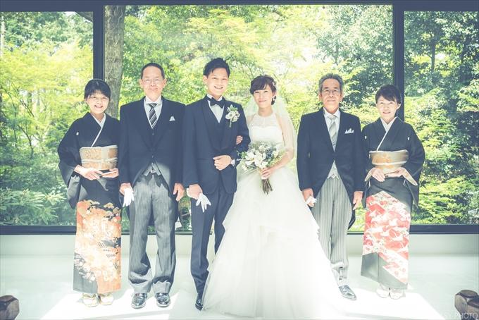 チャペル内で一緒に家族写真を撮っておきましょう