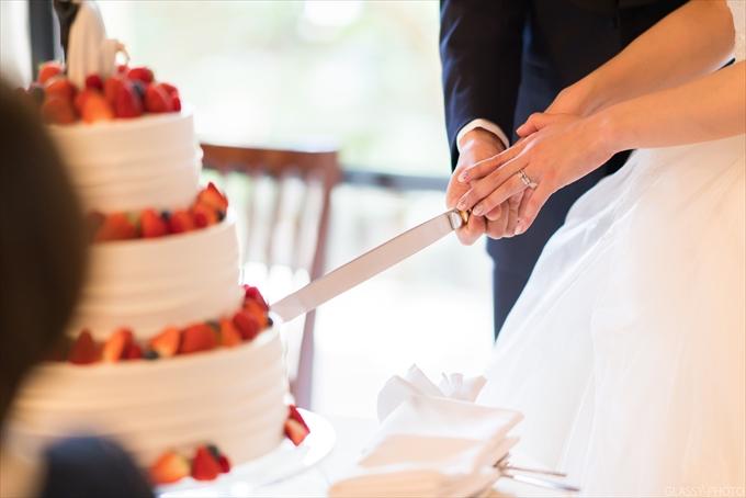 主賓による祝辞からケーキ入刀シーンへ