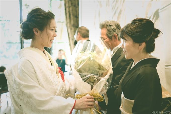 花嫁さんの感謝の手紙からご両親への花束贈呈へと続きます