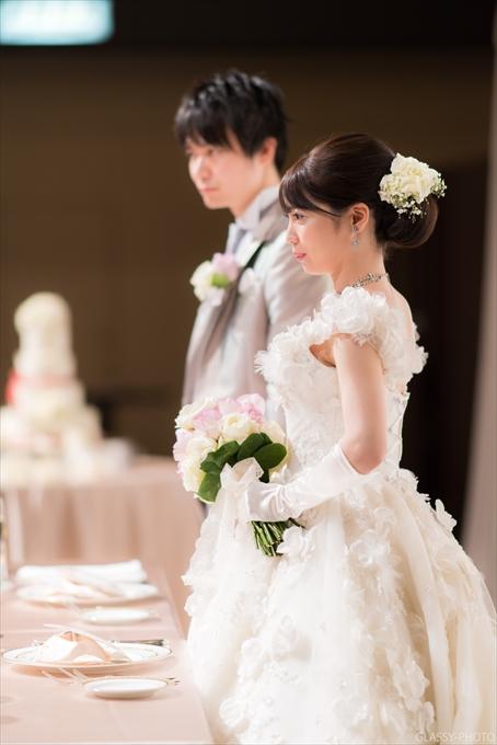 立っても座っても綺麗な姿勢を保ち続ける花嫁さん