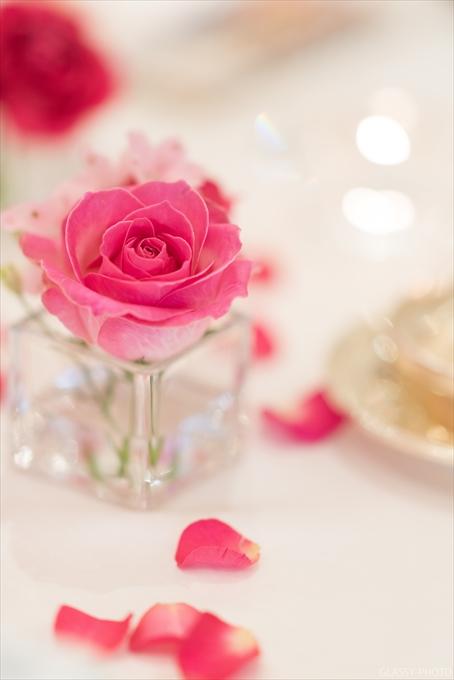 ゲストテーブルにも可愛らしいお花でコーディネート