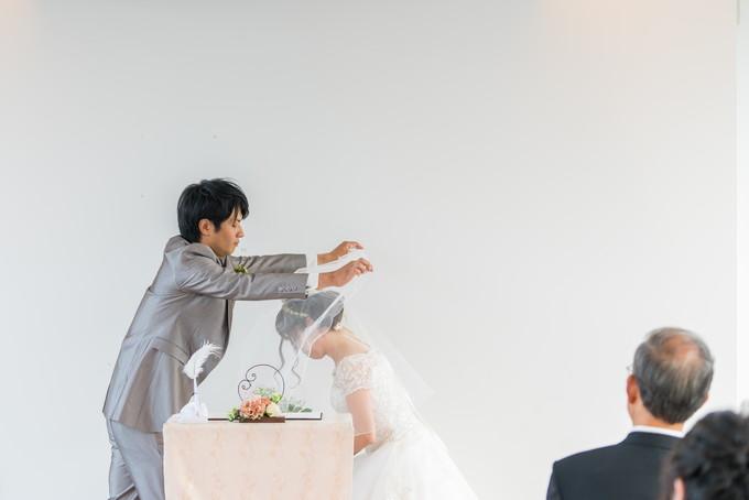 花嫁さんのベールを上げます