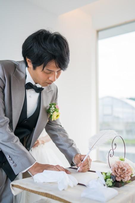 誓約書にサインをします